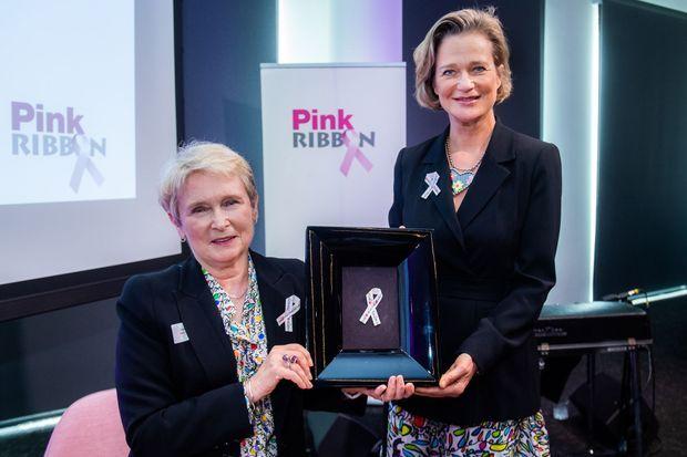 Delphine de Saxe Cobourg au côté de Rosette Van Rossem, créatrice et administratrice de l'association Pink Ribbon