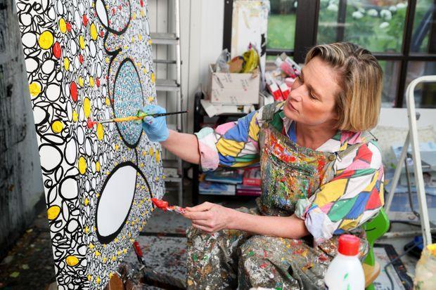 Delphine lors d'un entretien long pour Paris Match en juillet 2020. Elle est alors en pleine préparation de son expo à la Guy Pieters Gallery à Knokke.