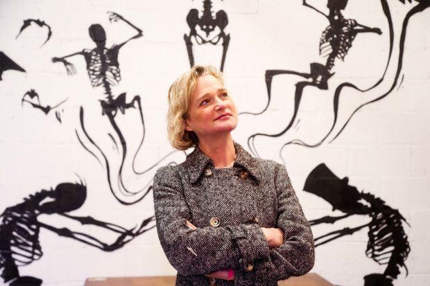 Delphine à l'expo de street art de Strokar Inside. Son tempérament d'artiste la porte.