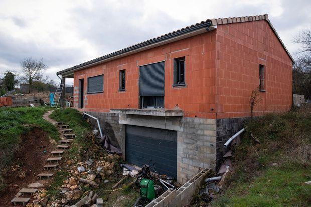 Depuis des années, leur pavillon est resté à l'état de chantier.