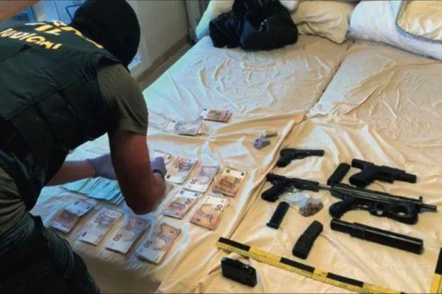 Depuis un an, il n'est plus rare de saisir des armes à feu équipées de silencieux : les narcos se protègent des « vuelcos », les voleurs de marchandise.