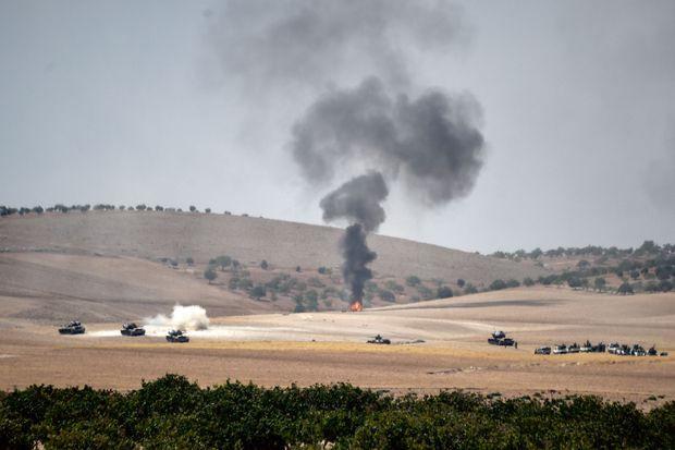 Des chars turcs protègent l'avancée de combattants syriens rebelles
