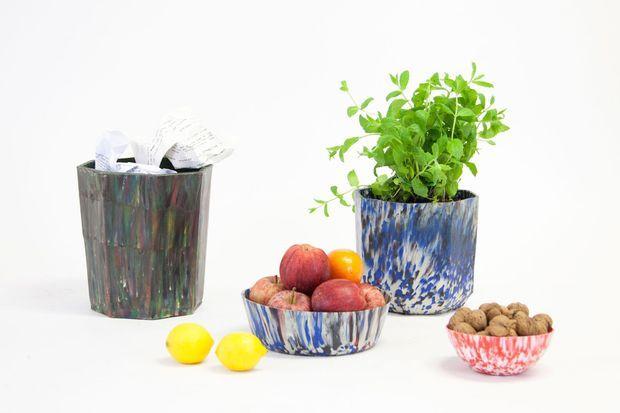 Des pots à bas de plastique recyclé soi-même