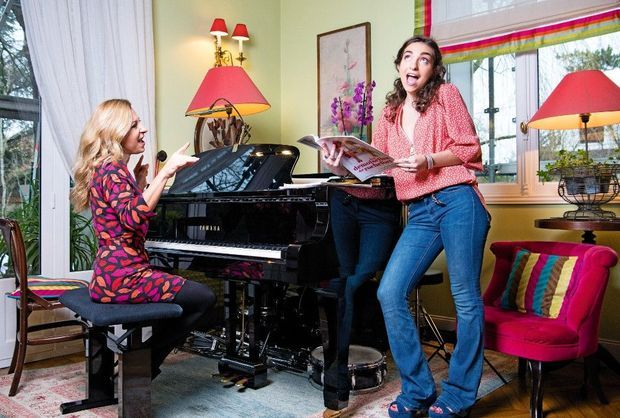 Presque des sœurs jumelles quand elles chantent un duo des « Demoiselles de Rochefort ».