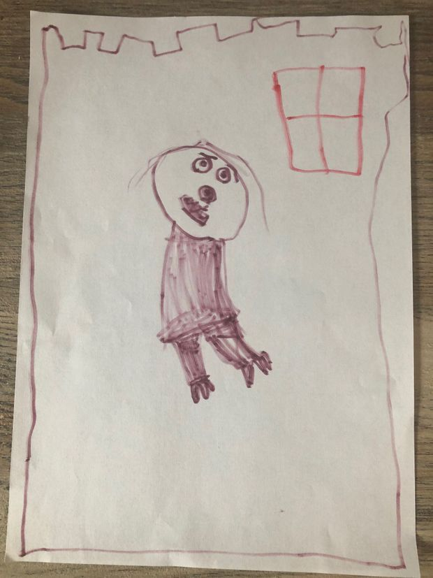 Un dessin récent d'Alice qui représente son père, enfermé dans un château (ou une prison) et sans bras. Laura explique que c'est le seul personnage qu'elle dessine sans bras, ou sans mains. Celles qui ont étranglé sa maman.