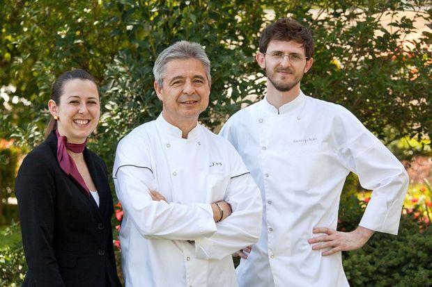 Destination l'Asie avec le chef étoilé Jean-Michel Lorain, entouré de sa fille Marine et du jeune talent Amerigo Sesti.