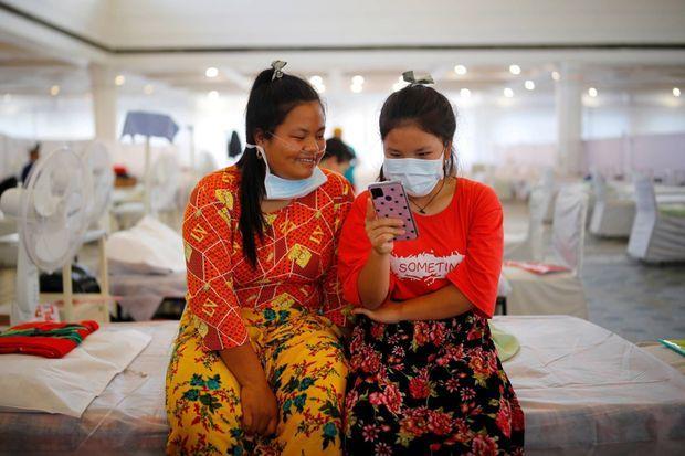 Deux patientes à New Delhi, en Inde, le 2 juin 2021.