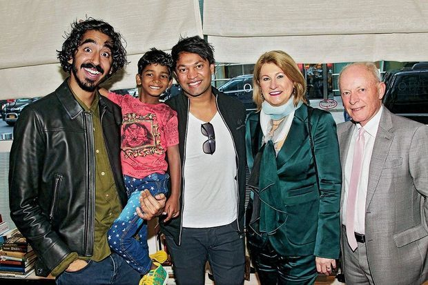 Dev Patel, Sunny Pawar, Saroo Brierley, Sue Brierley, John et Brierley à une avant-première de « Lion » à New York, le 16 novembre.