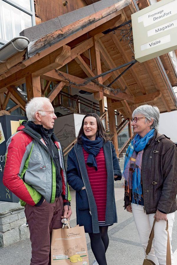 Devant la coopérative de beaufort avec sa mère, Françoise, et un cousin, Gaby Molliet, ex-entraîneur de l'équipe de France féminine de ski.