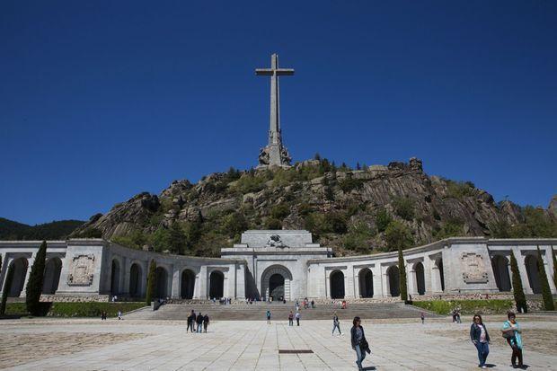 Devant la nécropole de la vallée de Los Caidos.