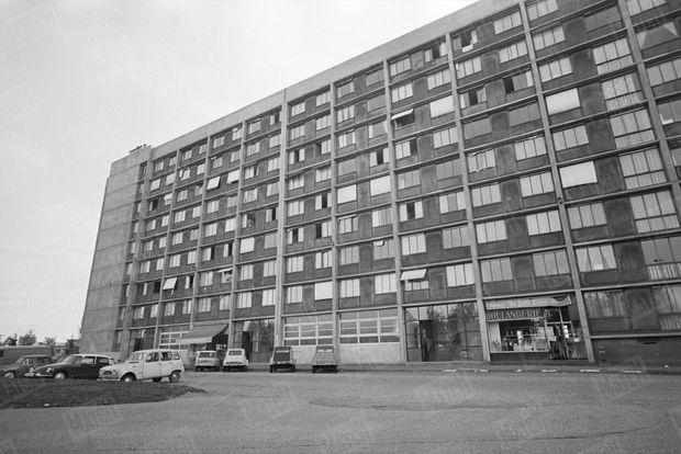 L'immeuble où s'est déroulé le drame. À gauche, la boucherie du père de Dominique Bessard, où Jean-Marie Deveaux était apprenti.