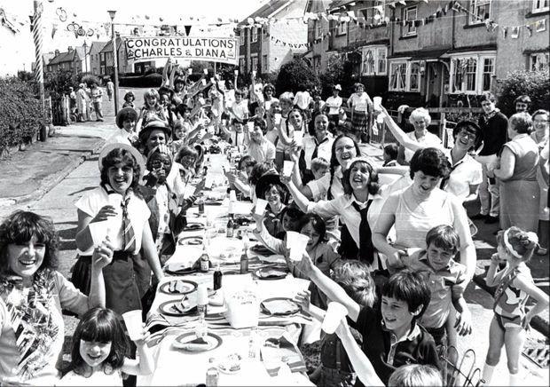 """""""Street Party"""" à Cardiff, pour le mariage du prince Charles et Lady Diana Spencer, le 29 juillet 1981."""