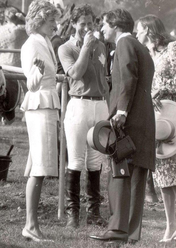 Le prince Charles et Diana, en compagnie d'Oliver Hoare et de son épouse Diane, lors du Royal Ascot de 1986.