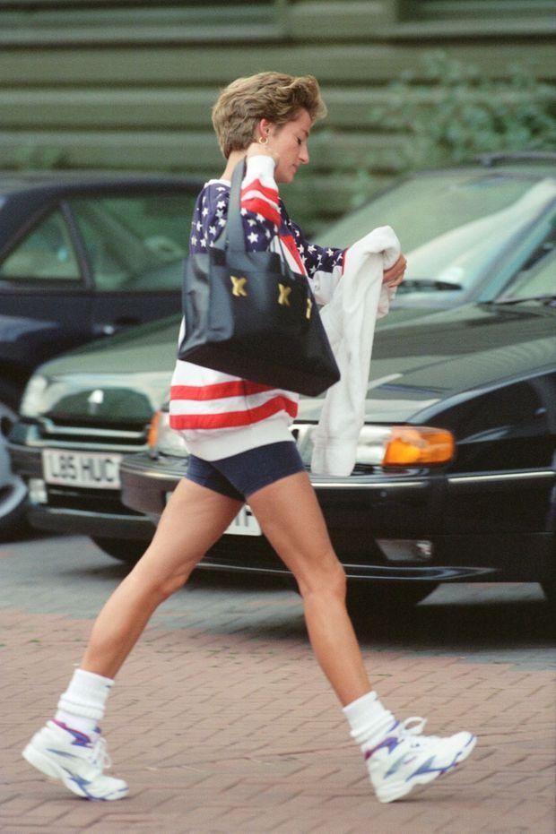 «Le 21 août, Diana sort de son club de tennis, à Chelsea. Elle ne sait pas encore que le scandale va éclater» - Paris Match n°2363, 8 septembre 1994