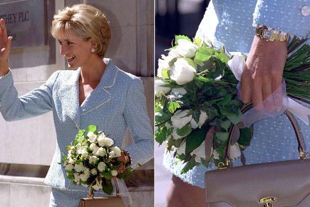 La princesse Diana portant la montre Cartier lors d'une visite à la British Lung Foundation en 1997