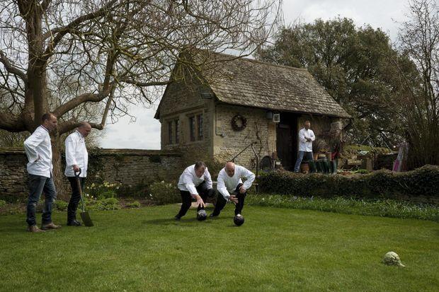 Pétanque aux choux dans les jardins du Quat'Saisons, le 22 avril, en attendant le «brunch découverte» des produits du terroir anglais.