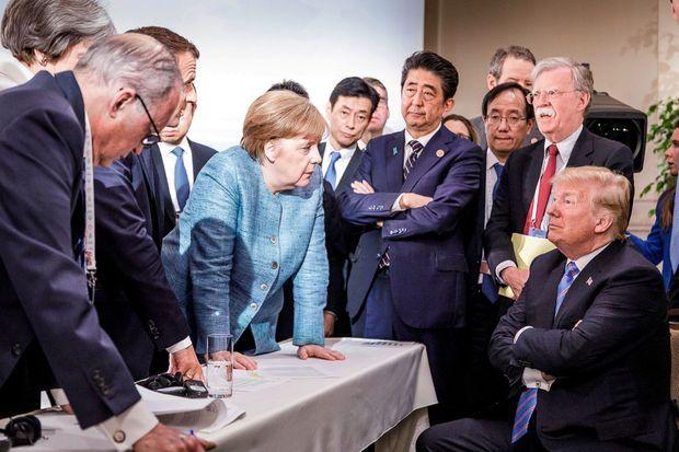 Angela Merkel et les dirigeants du G7 face à Donald Trump à La Malbaie, au Québec, sur un cliché réalisé par un photographe au service de la chancelière.