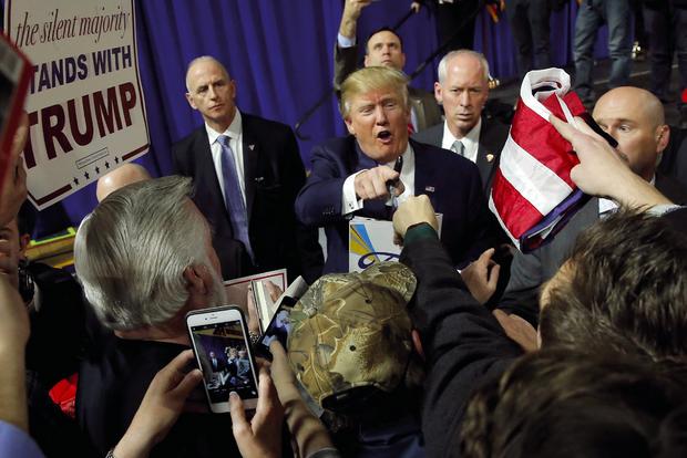 Donald Trump en campagne pour l'investiture républicaine. Le 13 février, revenant sur l'invasion de l'Irak en 2003, il clame : « Ils ont menti, il n'y avait pas d'armes de destruction massive. »
