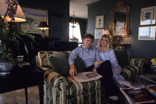 Donald Trump et Marla Maples dans leur appartement en 1991.