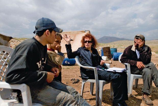 Donatella, d'Amnesty International, dans la vallée du Jourdain, avec des Bédouins et des Palestiniens expulsés de chez eux.