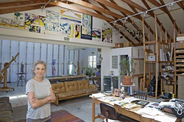 Dorothy, la veuve de Roy Lichtenstein, dans l'atelier du peintre conservé en l'état.