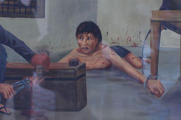 Ces peintures signées d'un ancien détenu ayant survécu, Van Nath, sont exposées au Musée du génocide Tuol Sleng, dans les locaux de l'ancienne prison. Ces oeuvres constituent d'importants témoignages sur les atrocités commises à S-21.