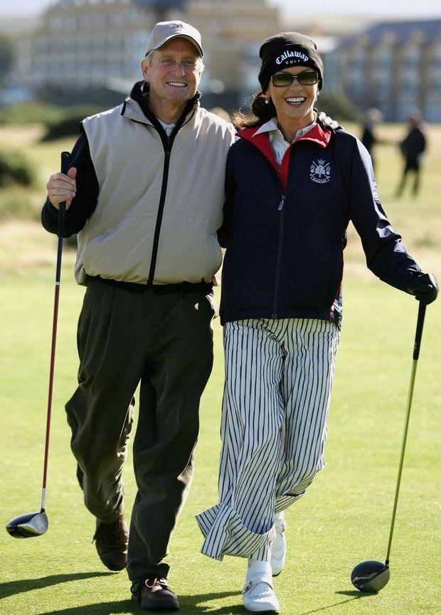Le golf, l'autre grande passion du couple... Catherine Zeta-Jones et Michael Douglas en Ecosse en septembre 2005.