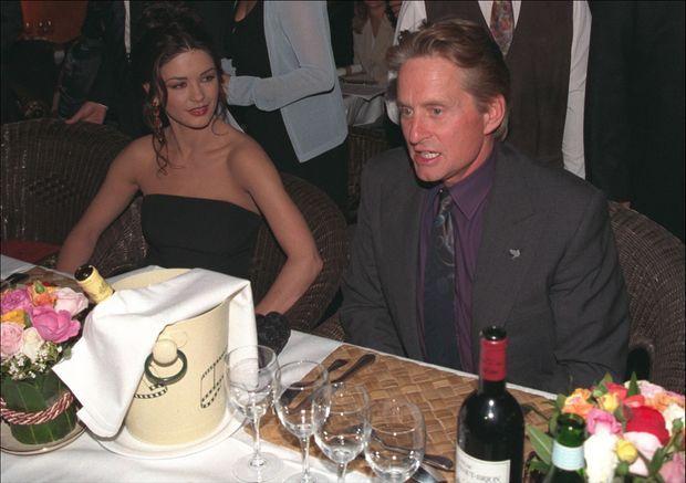 Le dîner de leur rencontre : Catherine Zeta-Jones et Michael Douglas au Festival de Deauville, le samedi 12 septembre 1998.