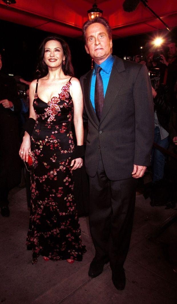 Catherine Zeta-Jones et Michael Douglas lors du dîner donné à la célèbre Russian Tea Room de New York, la veille de leur mariage, en novembre 2000.