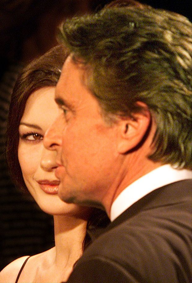 Catherine Zeta-Jones et Michael Douglas, à Los Angeles en mars 2001.