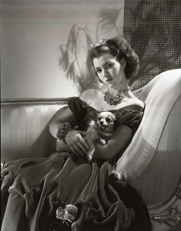 """""""Sa tante, Diana Barrymore, l'a précédée dans l'enfer de la gloire malheureuse : elle est morte à 38 ans, en 1960, des excès de l'alcool et du mal de vivre."""" - Paris Match n°2070, 26 janvier 1989. Ici, Diana Barrymore en novembre 1938."""