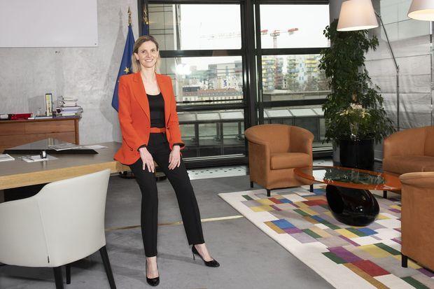 Agnès Pannier-Runacher, Ministre déléguée auprès du ministre de l'Économie, des Finances et de la Relance, chargée de l'Industrie dans son bureau le 10 mars 2021.