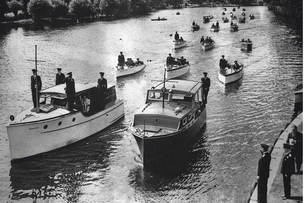 A leur arrivée à Londres, les « little ships » qui alimenteront longtemps la légende du « miracle de Dunkerque ».