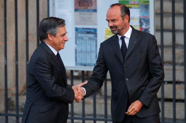 Edouard Philippe accueille François Fillon, lundi à l'église Saint-Sulpice.