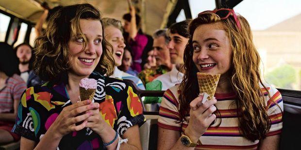 Eleven et Max (Sadie Sink) dans la saison 3 : 40,7 millions de vues quelques jours après sa sortie en juillet.
