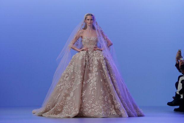 La robe de mariée, final du défilé d'Elie Saab.
