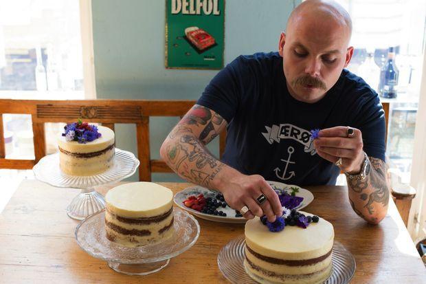 Elim Poulson, chef pâtissier chargé des diverses pièces montées.