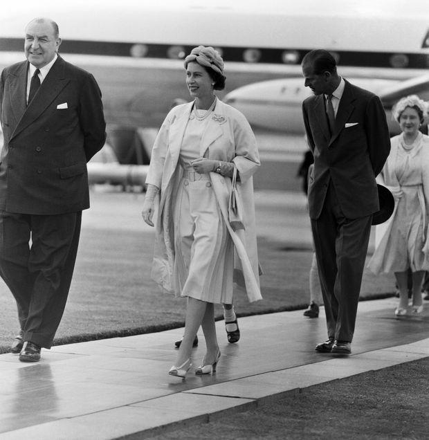 La reine Elizabeth II et son époux Philip à Londres, à leur retour du Canada, en août 1959.