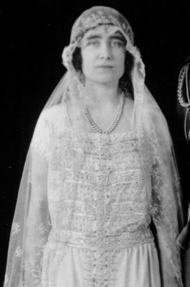 Détail de la robe de mariée d'Elizabeth Bowes-Lyon