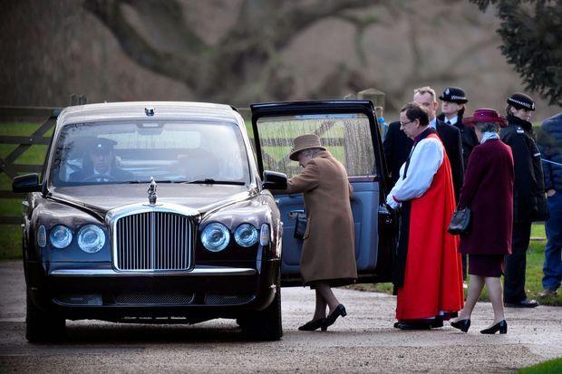 Elizabeth II après la messe à Sandringham, dimanche.