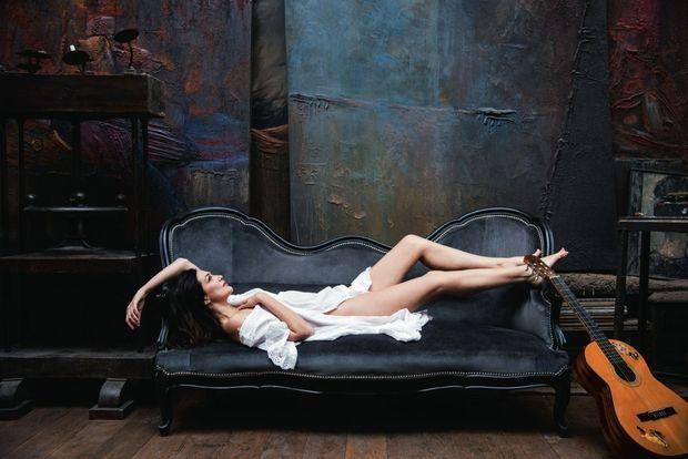 Elle a toujours préféré Blanche-Neige, mais ne dédaigne pas de jouer à la Belle au bois dormant.