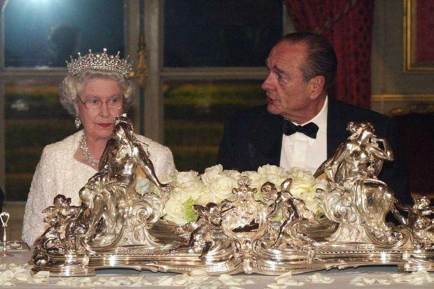 La reine Elizabeth II et Jacques Chirac au Palais de l'Elysée à Paris, le 5 avril 2004