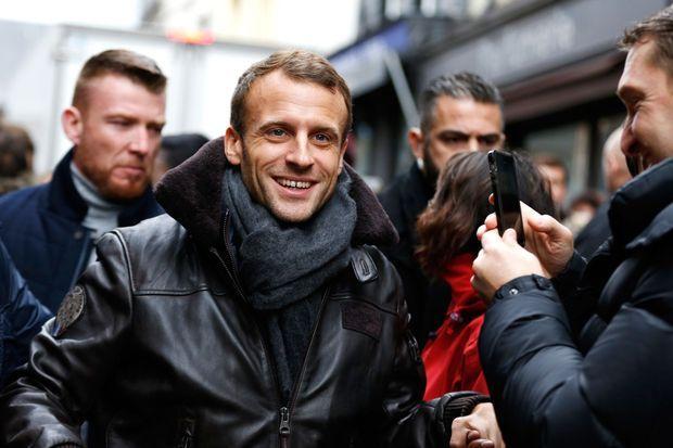 Emmanuel Macron, ici jeudi à la sortie d'un restaurant à Honfleur
