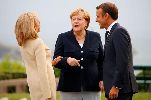 Emmanuel et Brigitte Macron accueillent Angela Merkel samedi soir à Biarritz.