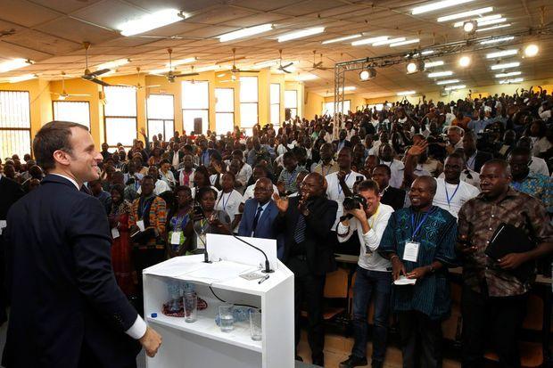 Pour la première fois, au mois de novembre, le mot «Afrique» apparaît parmi les 10 les plus prononcés par le président. Nous en avons dénombré 111 occurrences en un seul discours : celui à l'université de Ouagadougou, au Burkina Faso (photo). Un record !