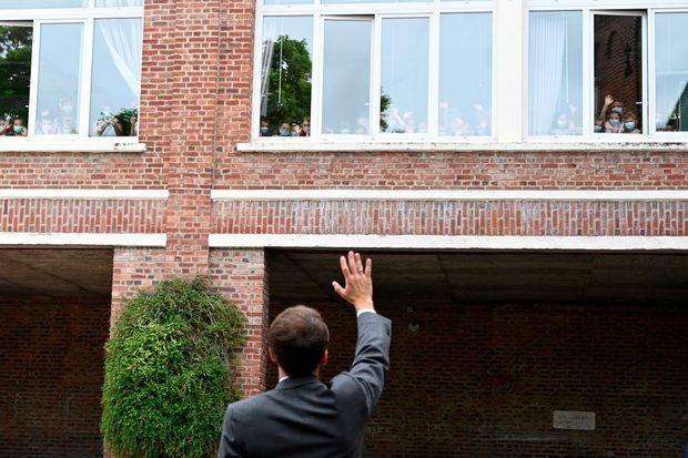 Emmanuel Macron à Poix-de-Picardie, jeudi. Le président avait annoncé fin avril vouloir «aller dans les territoires».