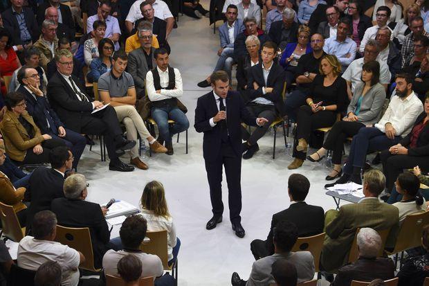 Emmanuel Macron lors d'un débat sur les retraites à Rodez (Aveyron), le 3 octobre 2019.