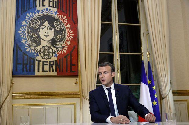 Emmanuel Macron, dimanche soir, face aux journalistes de TF1.