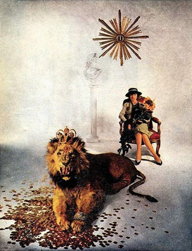En 1960, pour son 77e anniversaire, Chanel pose pour le photographe Willy Rizzo, avec à ses pieds son animal fétiche