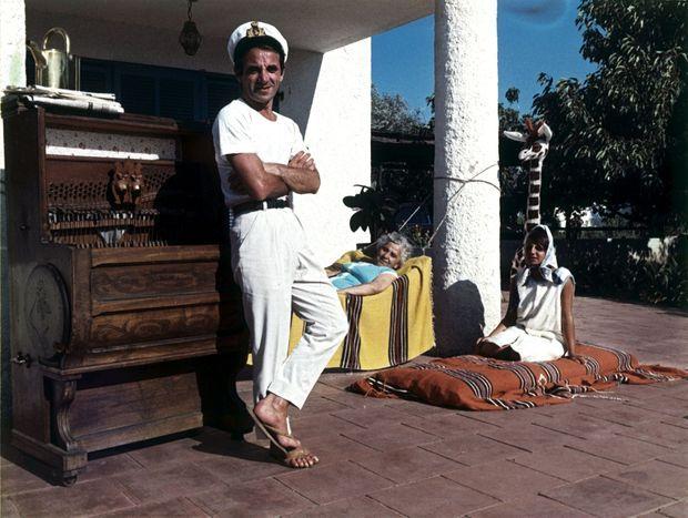 En 1963, dans le Sud, avec sa mère, qui décédera trois ans plus tard, et sa fille Seda.